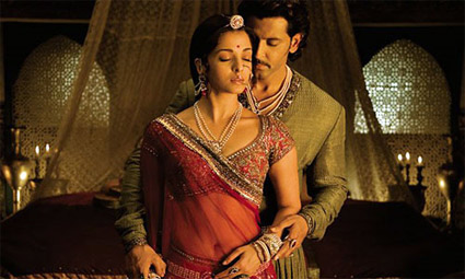 jodhaa akbar_couple-longing.jpg