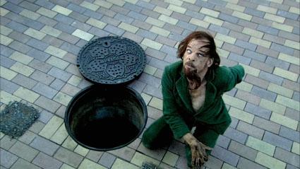 Tokyo_manhole_shove.jpg