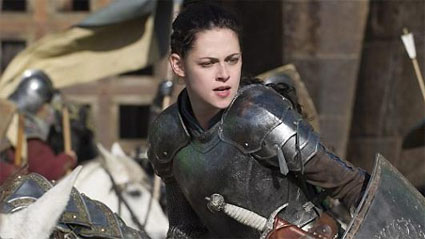 snow-white-huntsman-stewart-battle.jpg