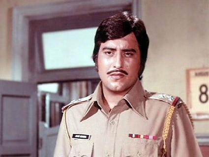 Amar Akbar Anthony-Vinod Khanna.jpg