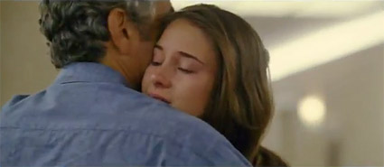 descendants_clooney_hug_daughter.jpg