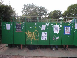 glastonbury-2003-toilet-l.jpg