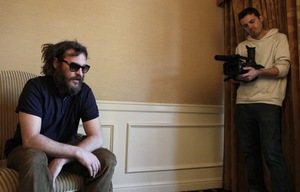 joaquin-phoenix-14-7-10-kc.jpg