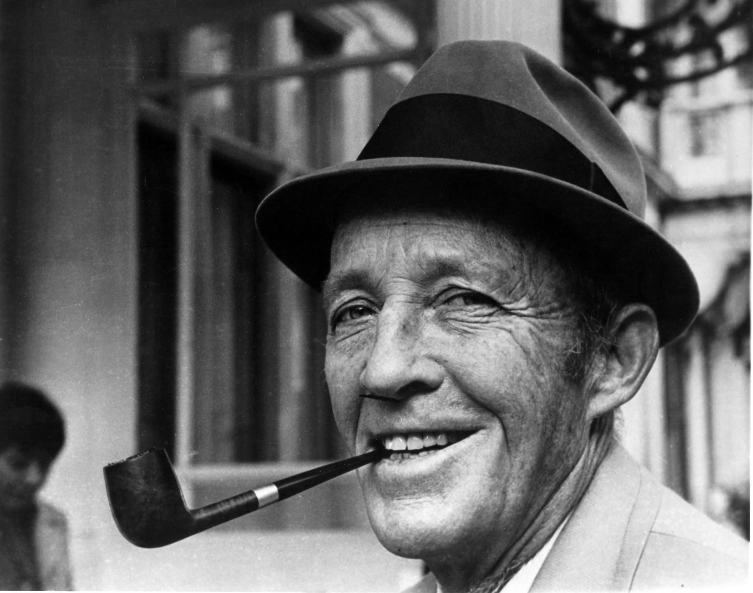 Bing Crosby - Who Gave You The Roses