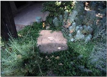 grave of robert graves small.jpg