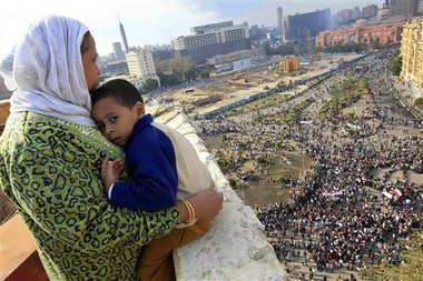 egypt_mother_child_protesters.jpg