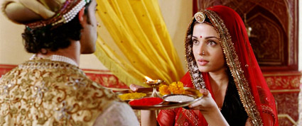 jodhaa Akbar_serves him food.jpg