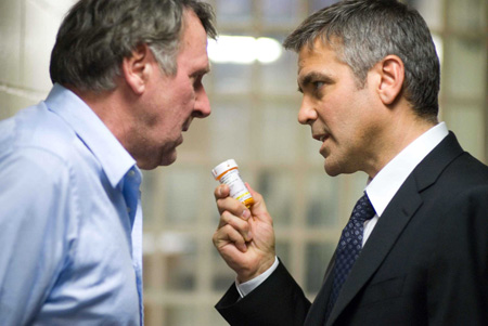 Michael_Clayton-Wilkinson-Clooney_pills.jpg