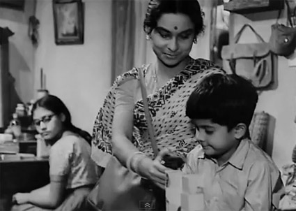 Mahanagar_mom_son.jpg