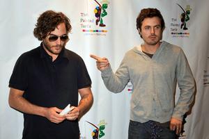 Casey-Affleck-and-Joaquin-Phoenix.jpg