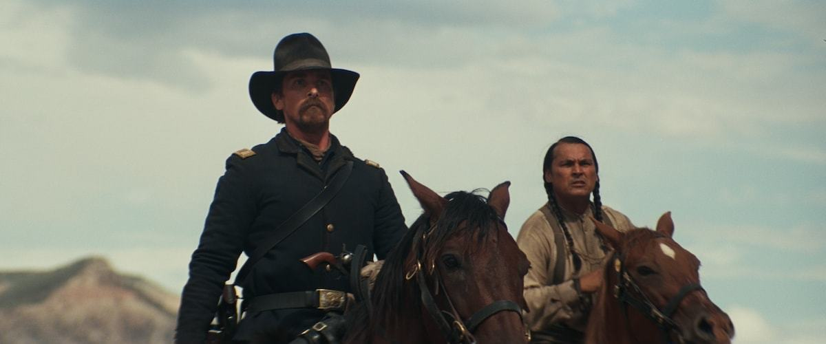 Hostiles Movie Review Amp Film Summary 2017 Roger Ebert