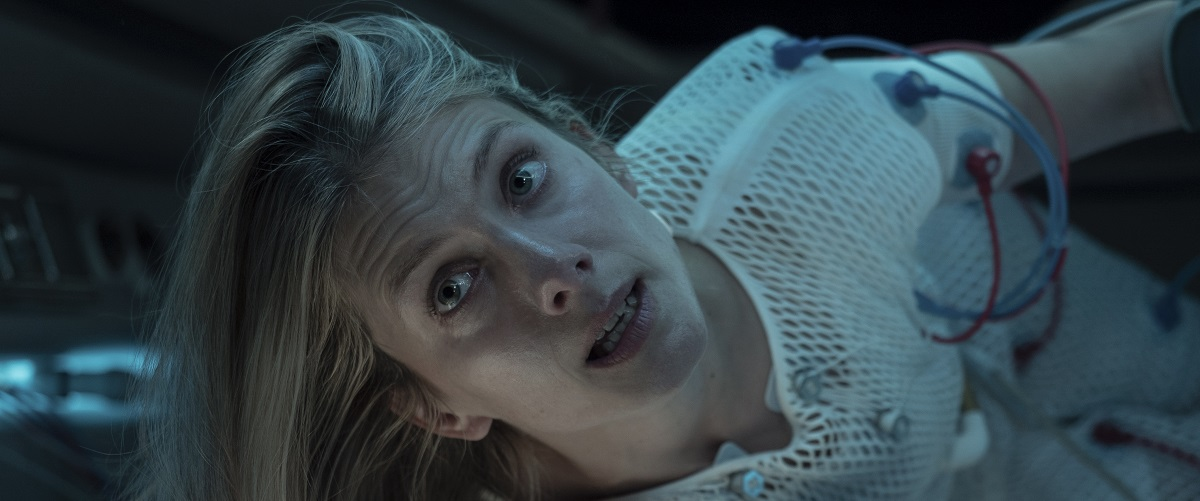 Oxygen movie review & film summary (2021) | Roger Ebert